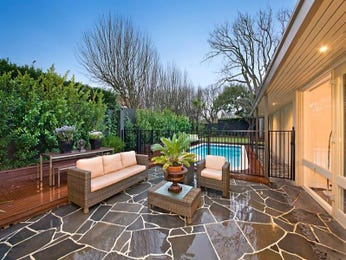 Outdoor living design with retaining wall from a real Australian home - Outdoor Living photo 2065193
