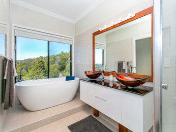 Ceramic in a bathroom design from an Australian home - Bathroom Photo 16748981