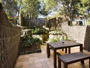 Outdoor living design with retaining wall from a real Australian home - Outdoor Living photo 954454