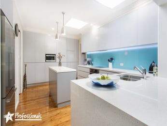 Pendant lighting in a kitchen design from an Australian home - Kitchen Photo 16790385