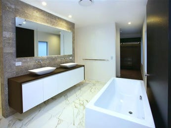 Modern bathroom design with claw foot bath using ceramic - Bathroom Photo 460093