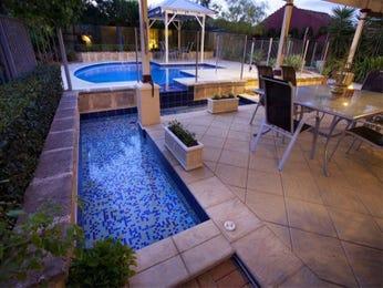 In-ground pool design using glass with glass balustrade & hedging - Pool photo 163564