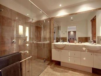 Frameless glass in a bathroom design from an Australian home - Bathroom Photo 7619885
