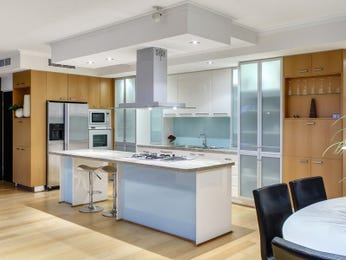 Country island kitchen design using floorboards - Kitchen Photo 164427