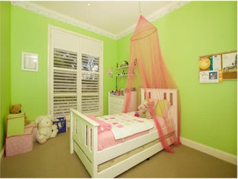 Children's room bedroom design idea with carpet & louvre windows using green colours - Bedroom photo 213700