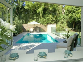 Geometric pool design using tiles with outdoor dining & outdoor furniture setting - Pool photo 463166