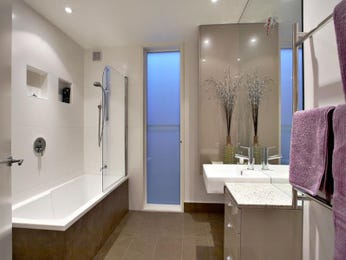 Art deco bathroom design with claw foot bath using frameless glass - Bathroom Photo 214246