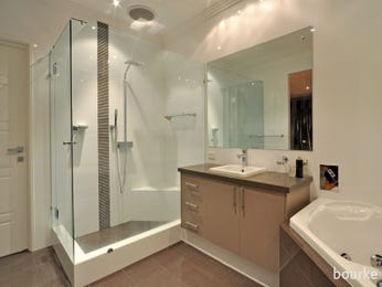 Modern bathroom design with corner bath using glass - Bathroom Photo 215279