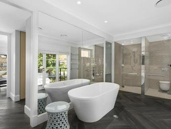 Modern bathroom design with freestanding bath using frameless glass - Bathroom Photo 17187061