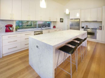 Modern island kitchen design using hardwood - Kitchen Photo 219024
