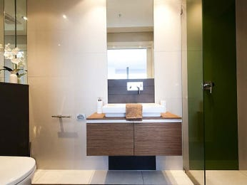Frameless glass in a bathroom design from an Australian home - Bathroom Photo 8409025