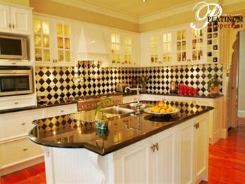 Classic kitchen-dining kitchen design using marble - Kitchen Photo 394903