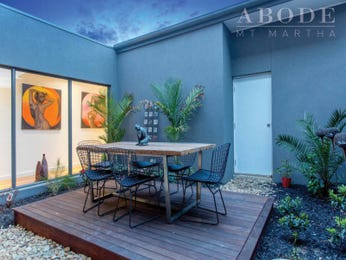 Outdoor living design with retaining wall from a real Australian home - Outdoor Living photo 8081989