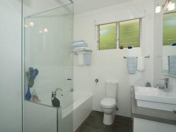 Modern bathroom design with recessed bath using glass - Bathroom Photo 423455