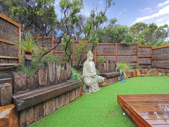 Landscaped garden design using grass with deck & sculpture - Gardens photo 221543