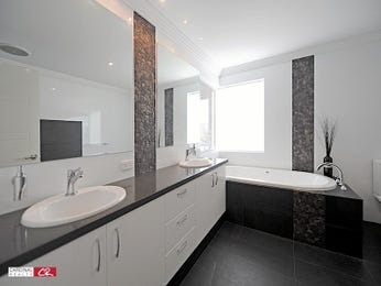 Modern bathroom design with spa bath using polished concrete - Bathroom Photo 221703