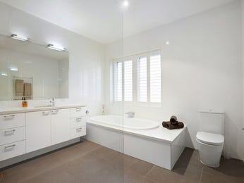 Frameless glass in a bathroom design from an Australian home - Bathroom Photo 8764197