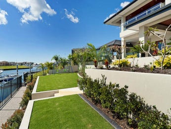 Landscaped garden design using grass with balcony & hedging - Gardens photo 224479