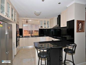 Modern u-shaped kitchen design using glass - Kitchen Photo 339555