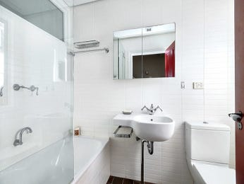 Ceramic in a bathroom design from an Australian home - Bathroom Photo 8681897