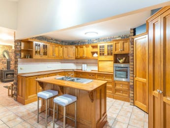 Wood panelling in a kitchen design from an Australian home - Kitchen Photo 7161109