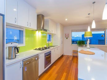 Modern open plan kitchen design using floorboards - Kitchen Photo 6908649