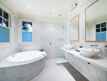 Marble in a bathroom design from an Australian home - Bathroom Photo 7757421