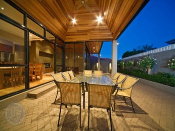 Outdoor living design with deck from a real Australian home - Outdoor Living photo 356471
