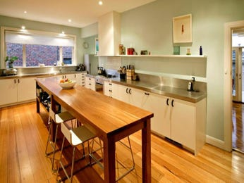 Country kitchen designs with laminate in blue green red for Australian country kitchen designs