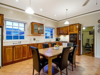 Hardwood in a kitchen design from an Australian home - Kitchen Photo 1444719