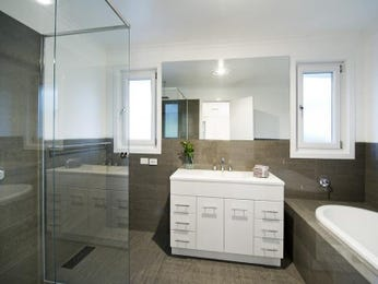 Modern bathroom design with corner bath using ceramic - Bathroom Photo 276162