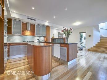Modern open plan kitchen design using floorboards - Kitchen Photo 16475737