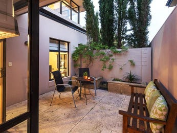 Outdoor living design with retaining wall from a real Australian home - Outdoor Living photo 8774425