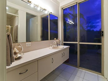 Modern bathroom design with floor-to-ceiling windows using ceramic - Bathroom Photo 1125661