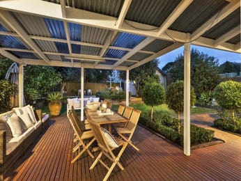 Outdoor living design with deck from a real Australian home - Outdoor Living photo 1543154