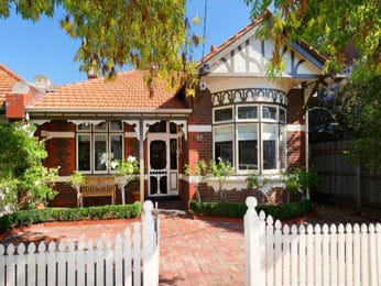 Brick queen anne house exterior with bay windows & hedging - House Facade photo 277374