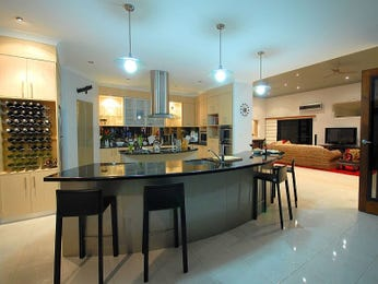 Modern island kitchen design using tiles - Kitchen Photo 511970