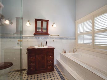 Country bathroom ideas with cabinetry in blue green red - Red and yellow bathroom ideas ...