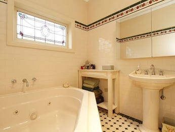 Classic bathroom design with corner bath using tiles - Bathroom Photo 453880
