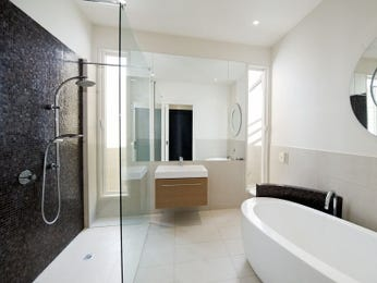Modern bathroom design with freestanding bath using ceramic - Bathroom Photo 495134