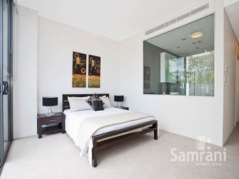 Classic bedroom design idea with carpet & sliding doors using beige colours - Bedroom photo 954355