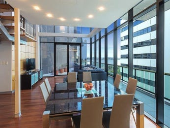 Modern dining room idea with glass & louvre windows - Dining Room Photo 7874817