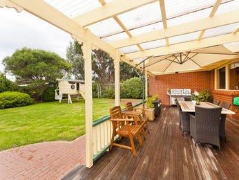 Indoor-outdoor outdoor living design with bbq area & outdoor furniture setting using brick - Outdoor Living Photo 1389977