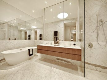 Period bathroom design with built-in shelving using glass - Bathroom Photo 282001