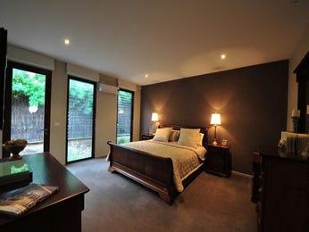 Classic bedroom design idea with carpet & louvre windows using beige colours - Bedroom photo 282415