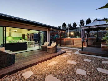 Courtyard outdoor area ideas with pebbles