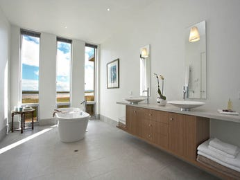 Modern bathroom design with floor-to-ceiling windows using frameless glass - Bathroom Photo 284631