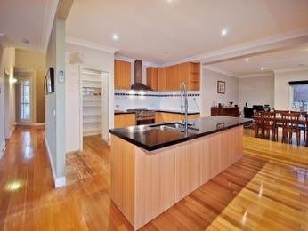 Hardwood in a kitchen design from an Australian home - Kitchen Photo 1471739