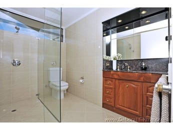 Classic bathroom design with freestanding bath using ceramic - Bathroom Photo 413823