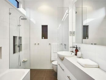 Ceramic in a bathroom design from an Australian home - Bathroom Photo 8011201
